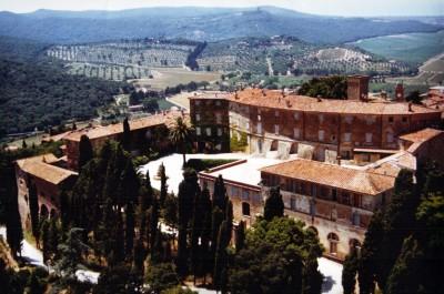 "Замок Кастаньето - веб-сайт: <a href=""http://www.castellodicastagneto.com/"">www.castellodicastagneto.com</a>"