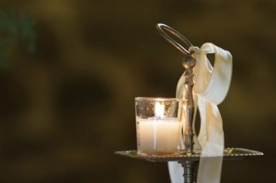 Предмет декора для стола со свадебными конфетами